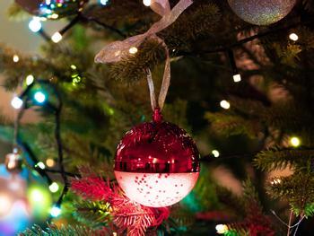 Spralla LED-juletrekule med høyttaler